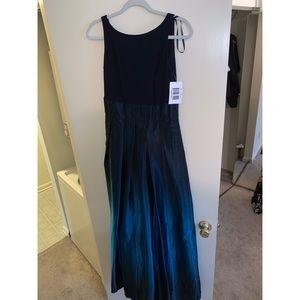 Dresses & Skirts - Beautiful Navy Formal Dress